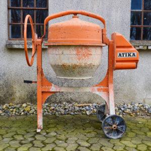 Atika blandemaskine 145 liter - lej den hos Vojens trailer udlejning