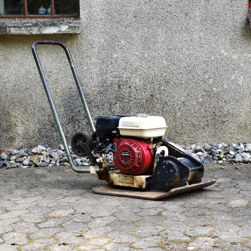 pladevibrator til terresse projektet - lej den hos Vojens trailerudlejning